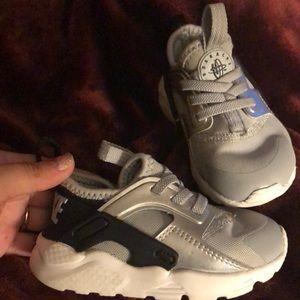 Nike toddler huaraches